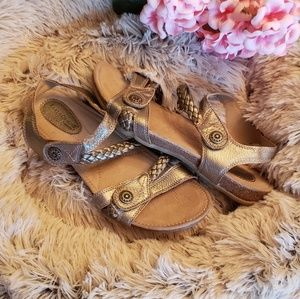 Earth Origins Metallic Silver Sandals